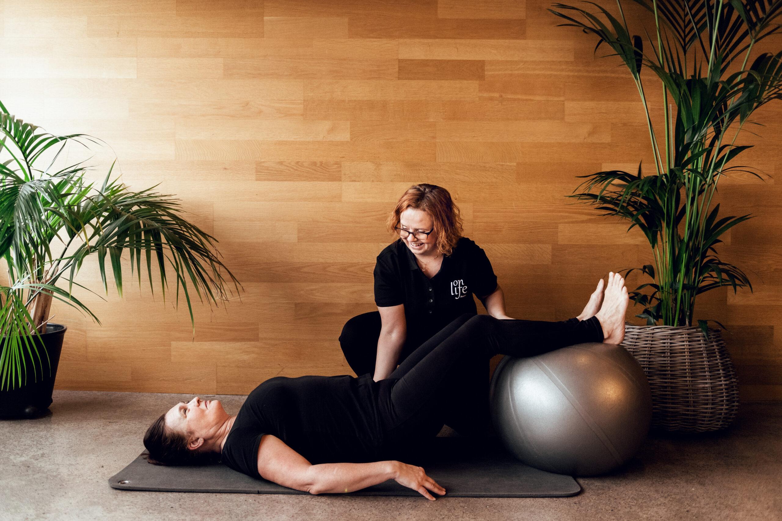 Personlig träning med pilatesboll